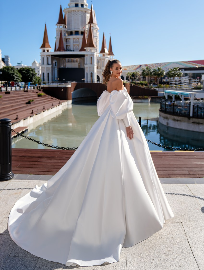 Original wedding dress with puff sleeves wholesale from Silviamo-4