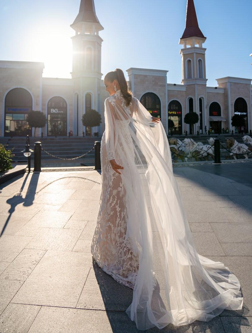 Свадебное платье со съемным плащом-3