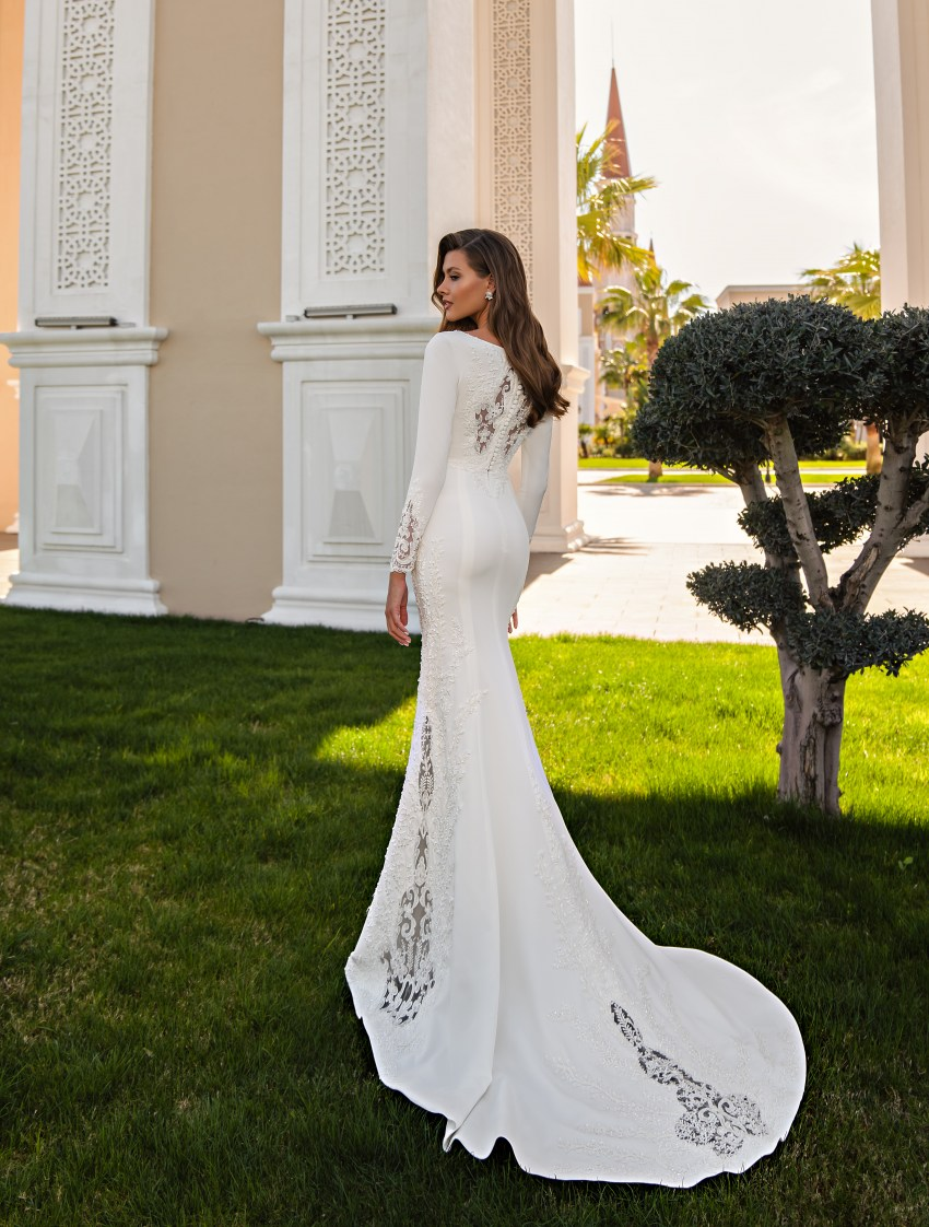 "Wedding dress with a ""godet"" silhouette-3"