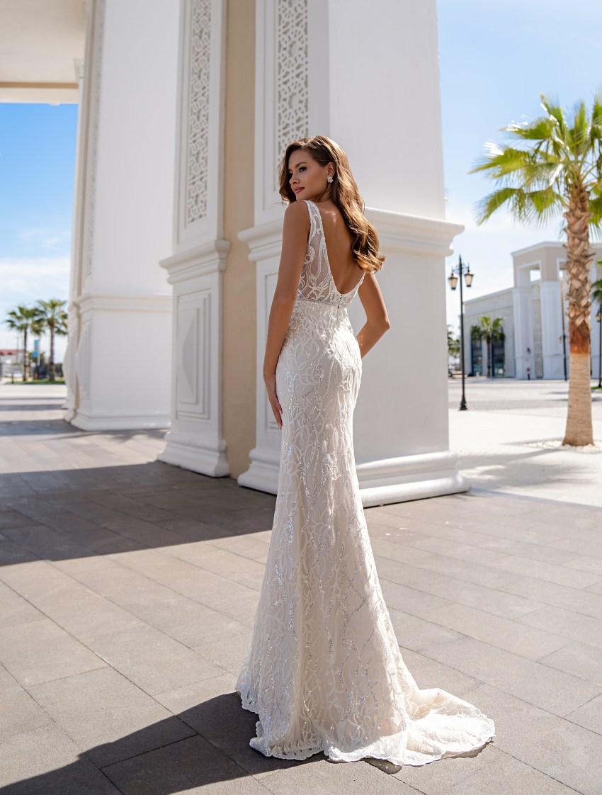 Un set de nunta impresionant, constând dintr-o rochie de dantelă, cu bretele, stil sirenă și o trenă detașabilă-3