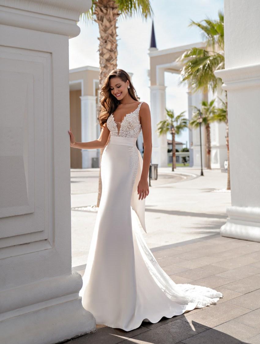 Свадебное платье на тонких бретелях-4