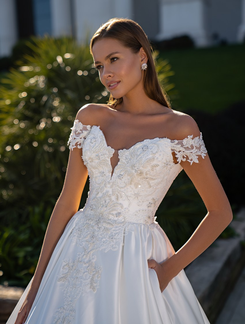 Wedding dress with seductively open shoulders-2