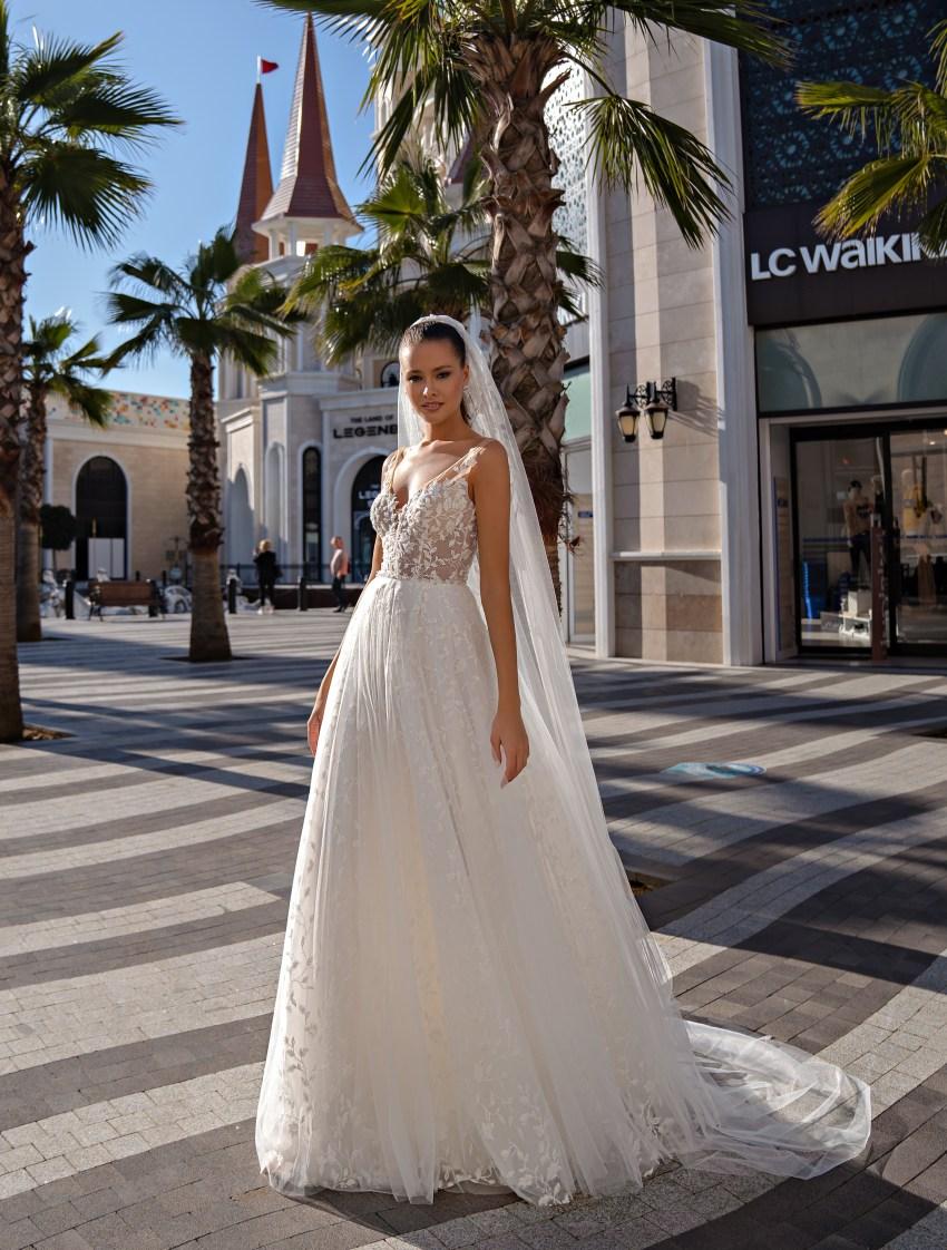 Lightweight strapless wedding dress-3