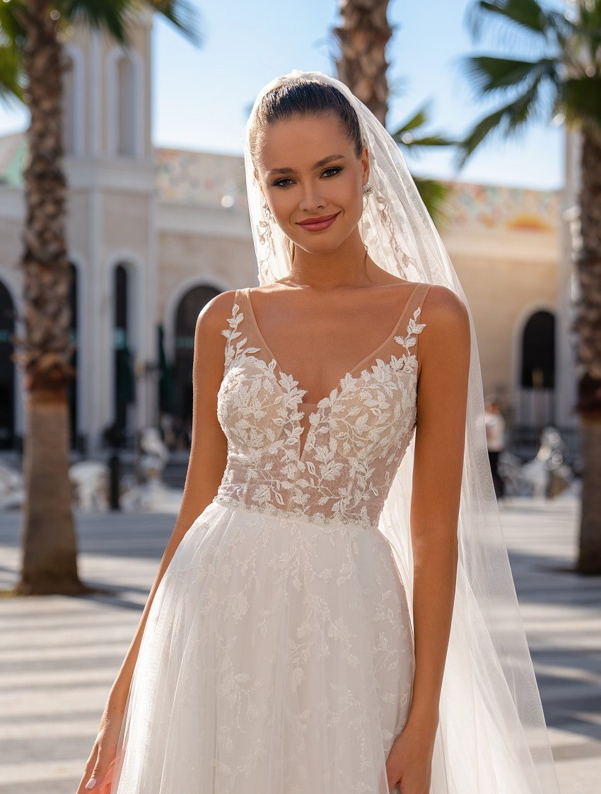 Lightweight strapless wedding dress-4