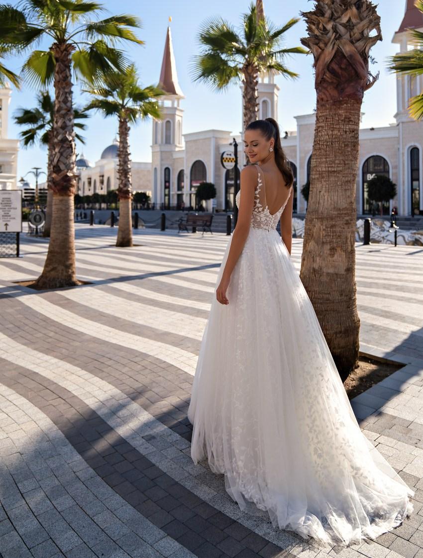 Lightweight strapless wedding dress-5