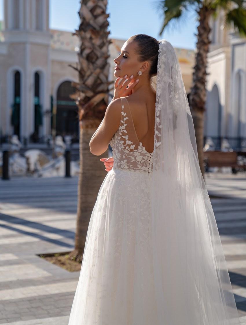 Lightweight strapless wedding dress-6