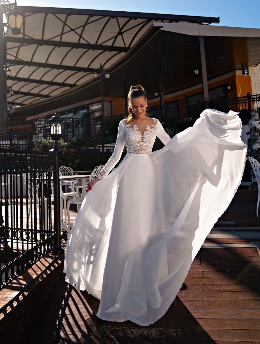 Exquisite wedding dress with long sleeves-3