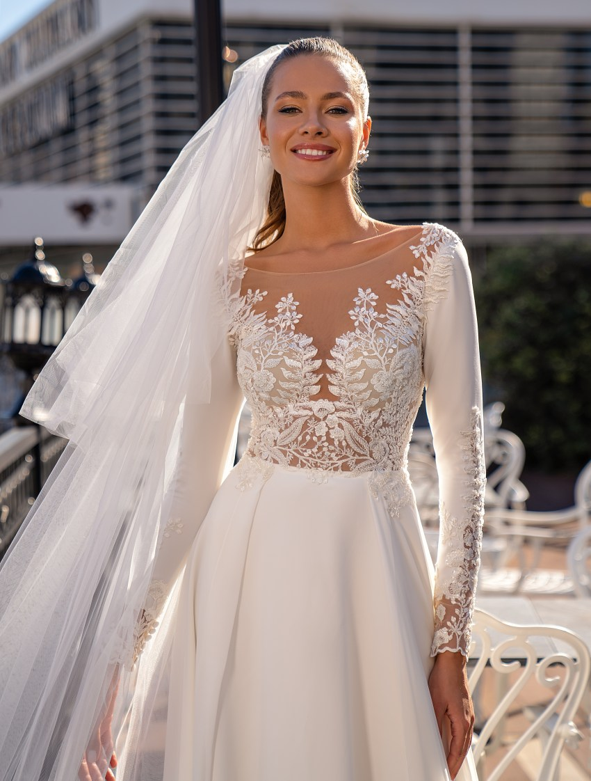Exquisite wedding dress with long sleeves-4