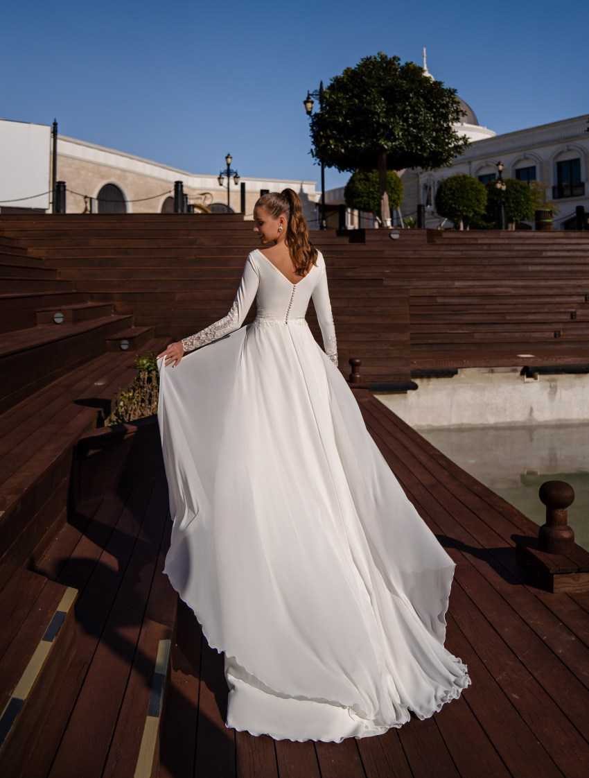 Exquisite wedding dress with long sleeves-5
