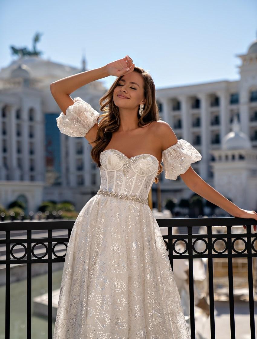 Свадебное платье с открытыми плечами-5
