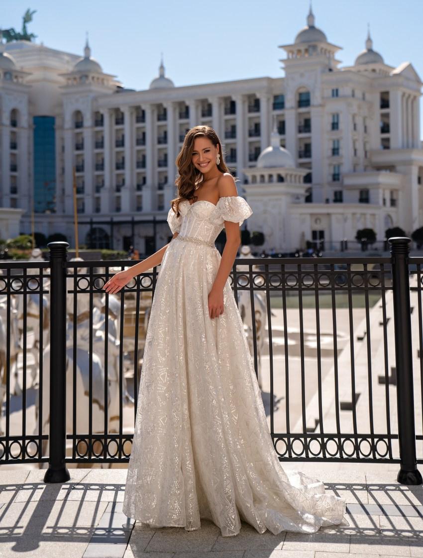 Весільна сукня з відкритими плечима-2