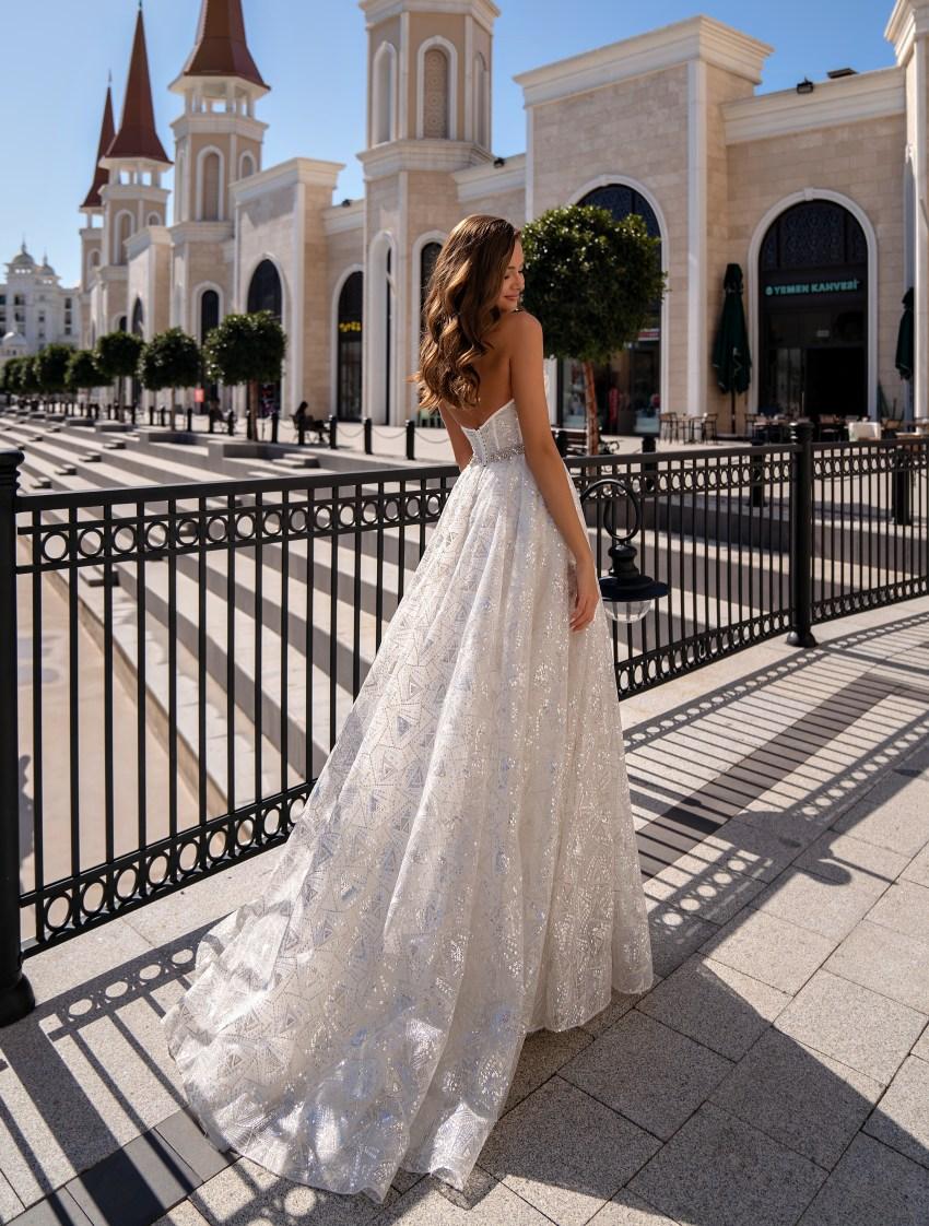 Свадебное платье с открытыми плечами-3