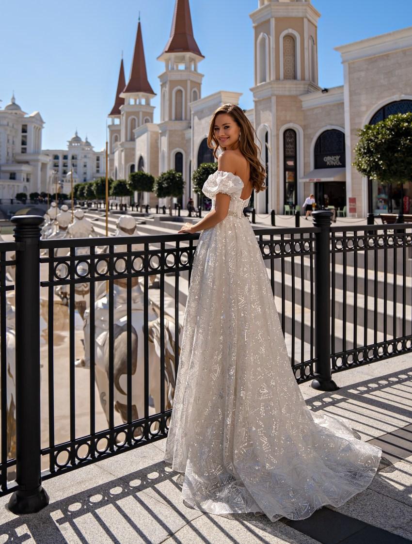 Свадебное платье с открытыми плечами-4