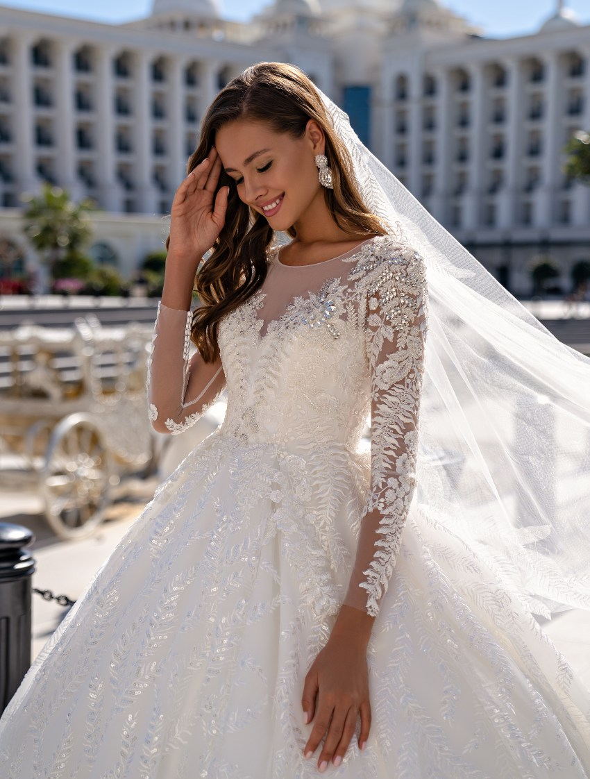 Luxurious long-sleeved wedding dress with a fluffy guipure train skirt-6