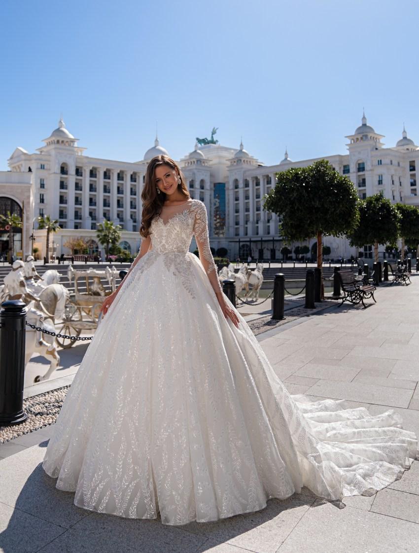 Luxurious long-sleeved wedding dress with a fluffy guipure train skirt-2