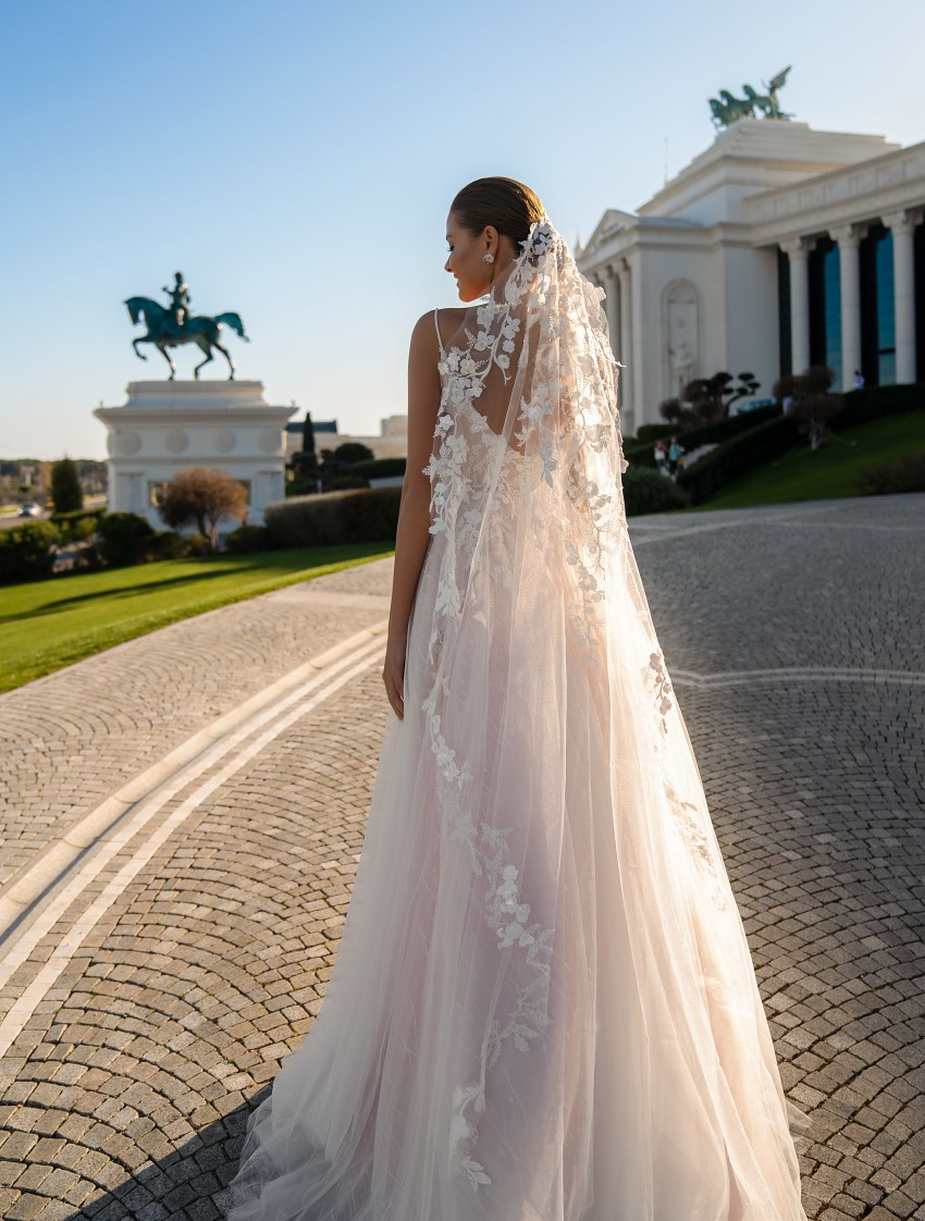 Delicate wedding dress with thin straps-3