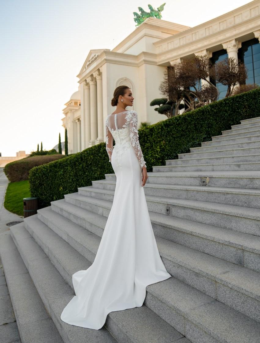 Closed wedding dress from Silviamo-2