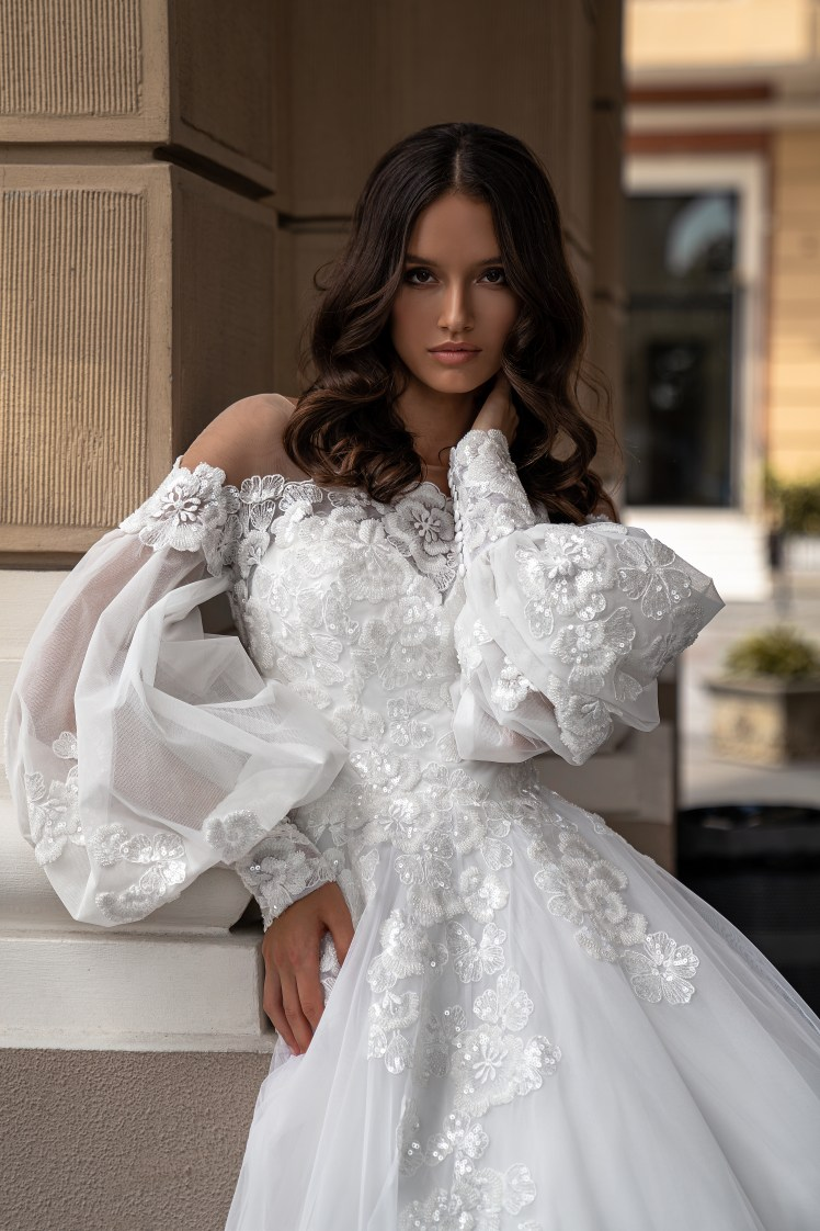 Silviamo Puff Sleeve Wedding Dress-3