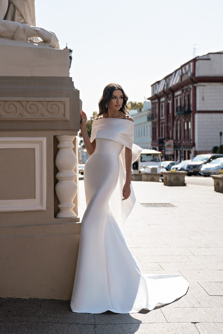 Свадебное платье с открытыми плечами от Silviamo-5