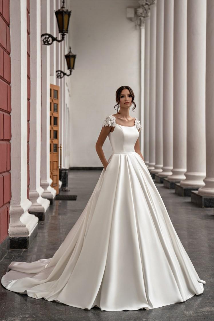Wedding dress with train from Silviamo-2