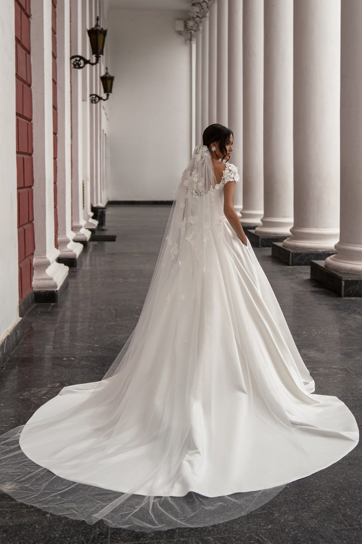 Wedding dress with train from Silviamo-3