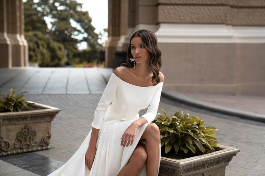 Свадебное платье с открытыми плечами от Silviamo-2