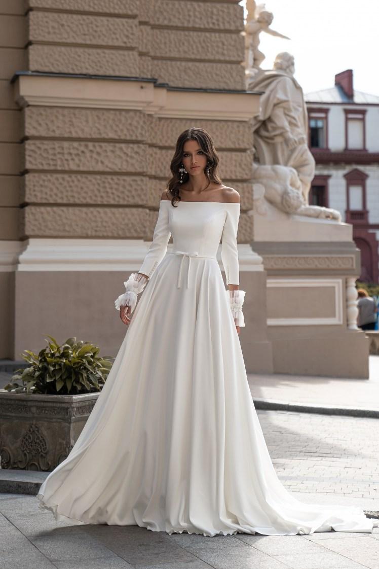 Свадебное платье с открытыми плечами от Silviamo-4