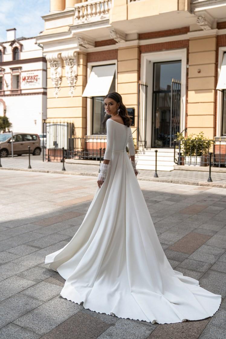 Свадебное платье с открытыми плечами от Silviamo-3