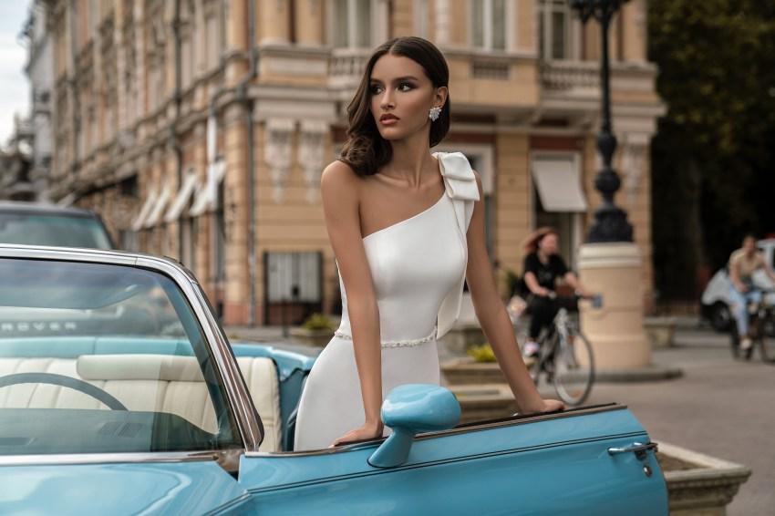 Свадебное платье с асимметричным лифом от Silviamo-2