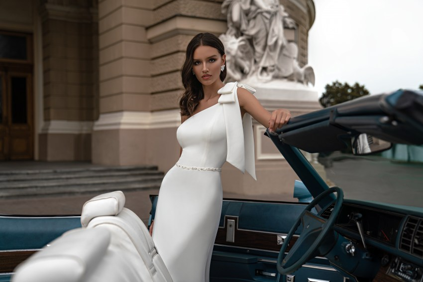 Свадебное платье с асимметричным лифом от Silviamo-3