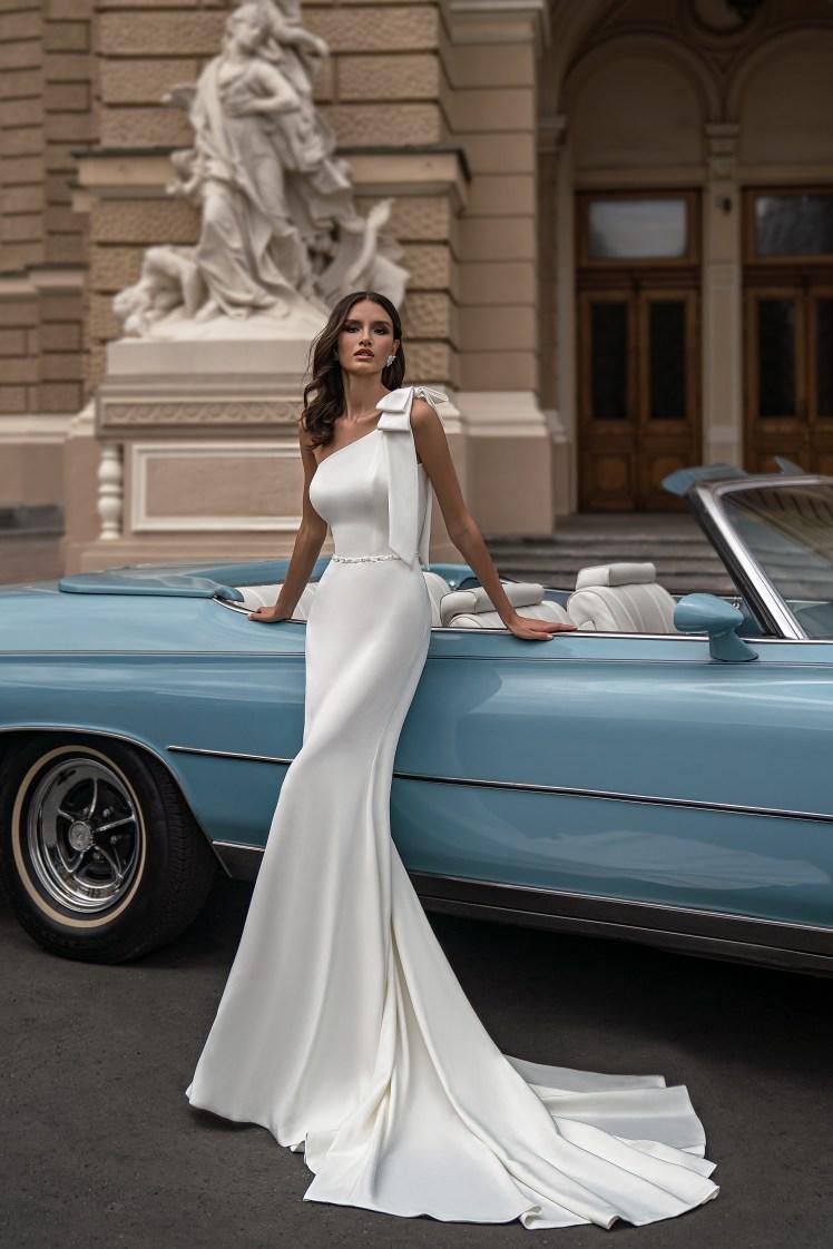 Свадебное платье с асимметричным лифом от Silviamo-5
