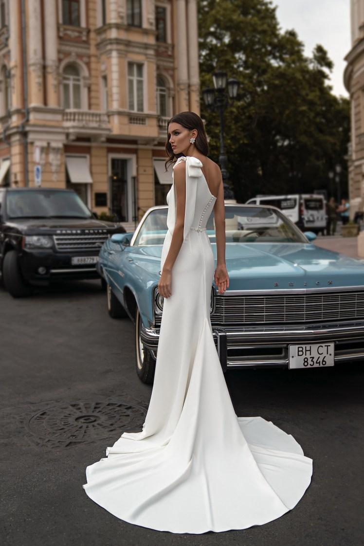 Свадебное платье с асимметричным лифом от Silviamo-4