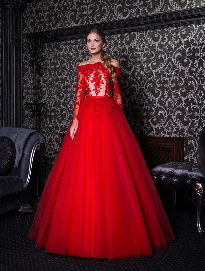 Evening dress with open shoulders and long sleeves V-141