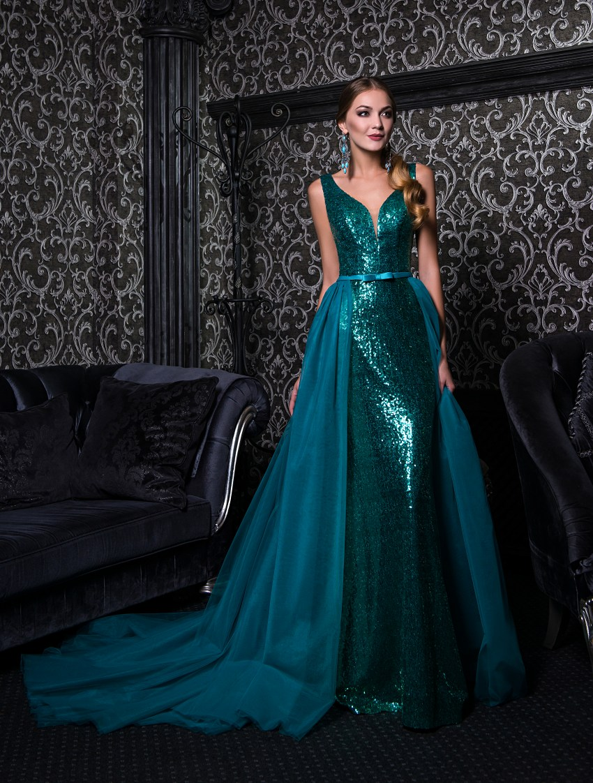 Evening dress on straps with a removable train V-152