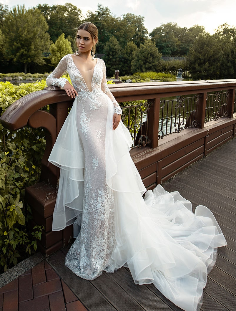Fitted guipure wedding dress with train wholesale from Silviamo-1