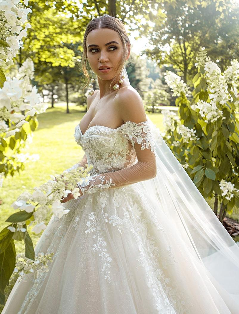 O rochie de mireasă magnifică cu fustă-trenă en-gros de la Silviamo-1