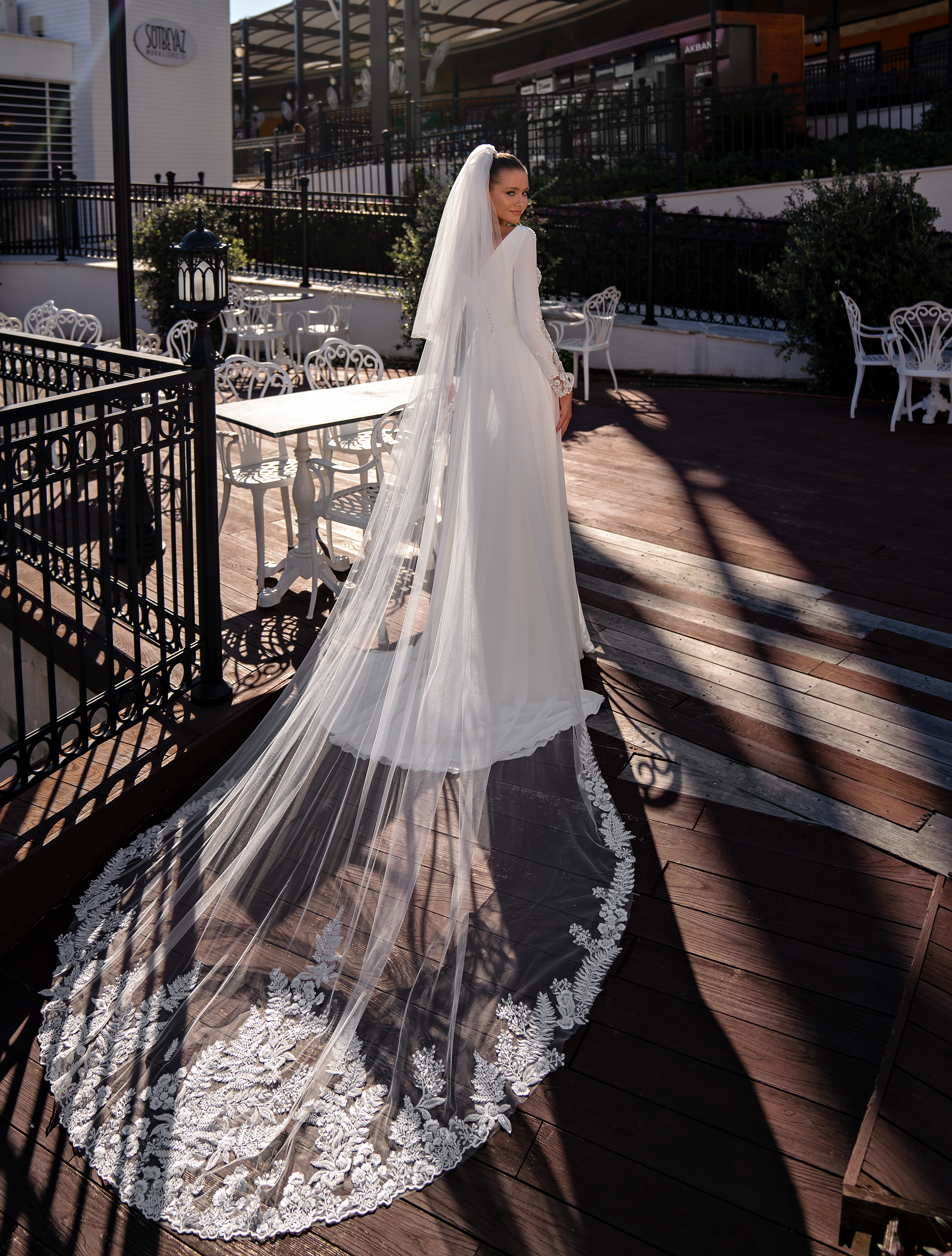 Exquisite wedding dress with long sleeves-1