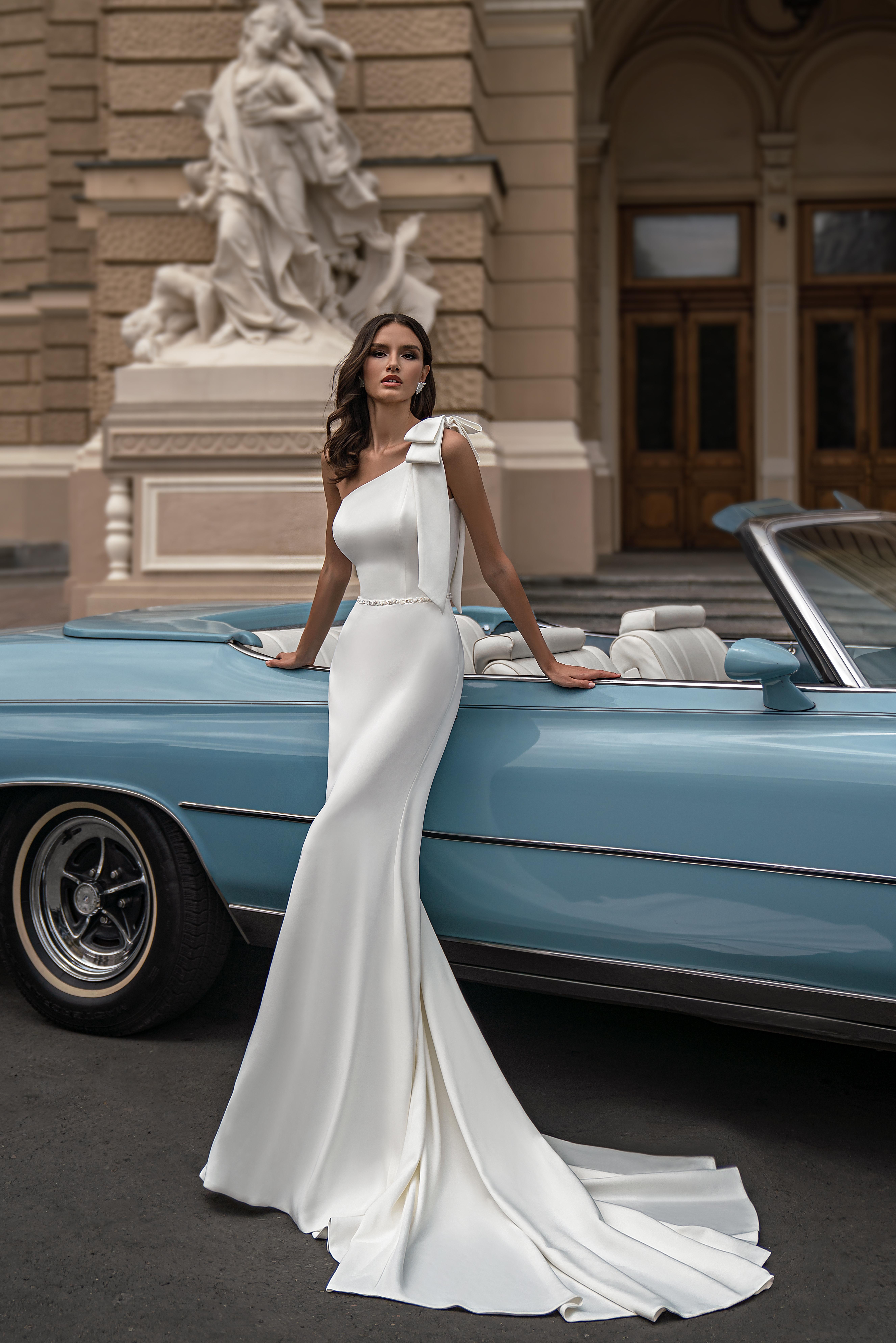 Свадебное платье с асимметричным лифом от Silviamo-1