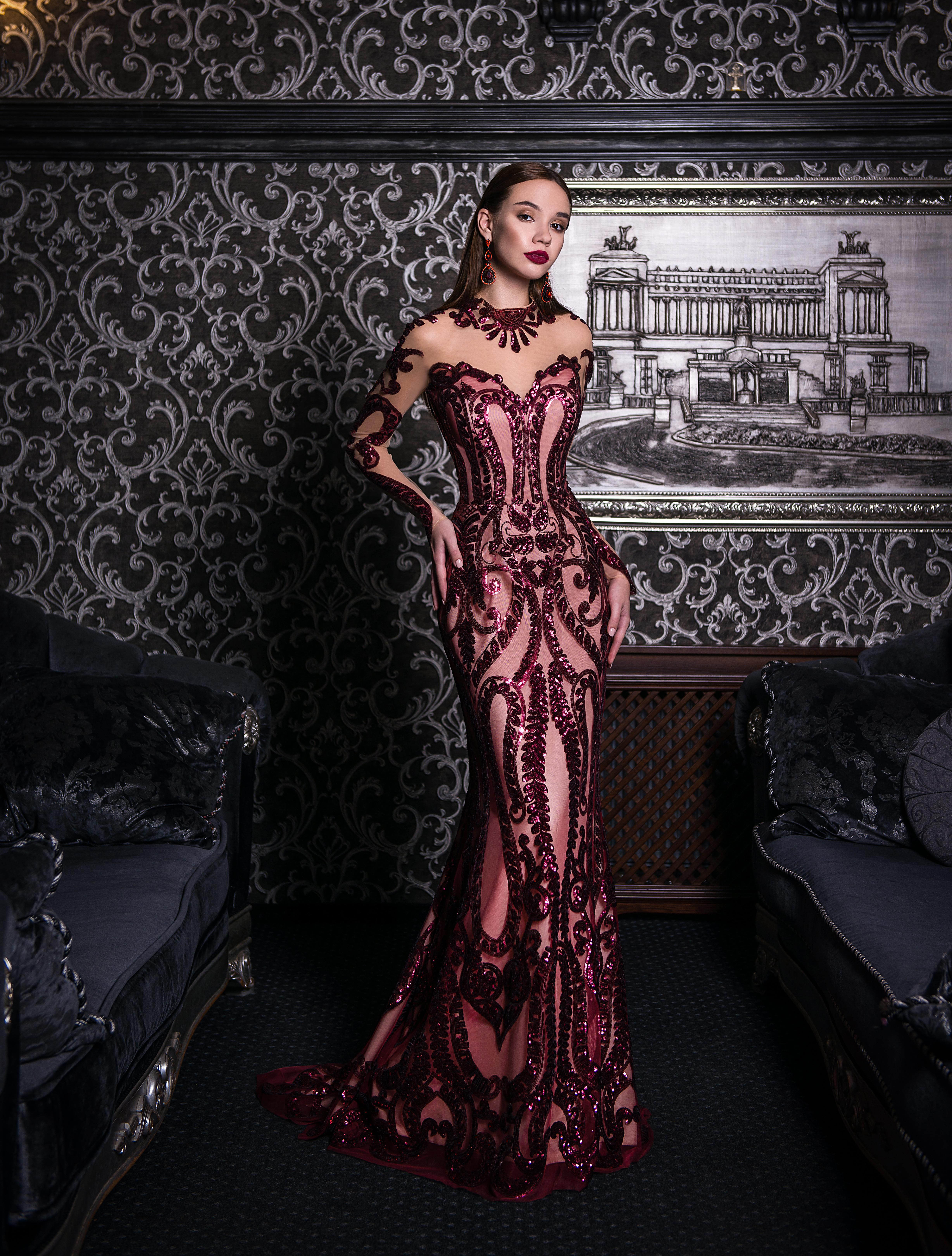 Вечернее платье силуэта «годе» со шлейфом-1